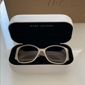 Marc Jacobs Daisy cutout sunglasses w case